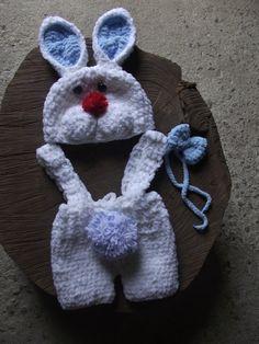 conjunto confeccionado em crochê em fio importado. <br>detalhes - botões <br>cor - branco <br>tamanho - RN / 1 a 3 / 3 a 6 / 6 a 9 meses