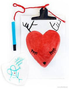 Valentine Craft | wipe- away DIY Valentine Doodle Board with free Printable | willowday