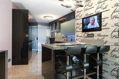 Lovely dark brown/black kitchen with separate breakfast bar #kitchen