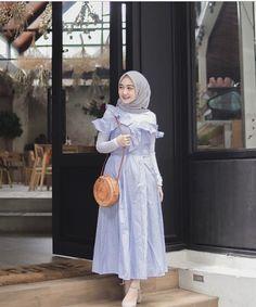 Modest Fashion Hijab, Hijab Casual, Skirt Fashion, Fashion Outfits, Model Baju Hijab, Hijab Dress Party, Mode Abaya, Hijab Fashionista, Muslim Women Fashion