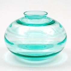 Meerblauw glazen vaas met horizontale optische ringen ontwerp A.D.Copier 1929 uitvoering Glasfabriek Leerdam