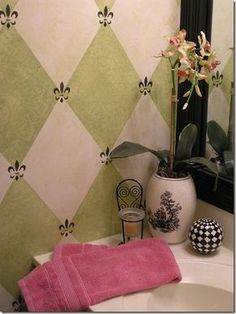 Harlequin Pattern Tutorial: alas, this blog only shows how to measure, not how to do the fleur-de-lis or the textured painting itself. Still, neat idea. I might do just one row with partial rows above and below, framed with horizontal borders, as an accent.