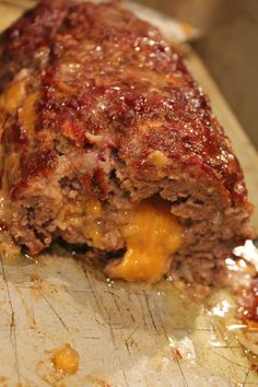 I was feeling adventurous the other night thinking of what to throw together for dinner. Didn't want the same mundane roasted chicken or ground turkey with chili seasoning, I was looking for … Cheeseburger Meatloaf: Best Meatloaf Recipe! Cheesy Meatloaf, Bbq Meatloaf, Bacon Cheeseburger Meatloaf, Classic Meatloaf Recipe, Good Meatloaf Recipe, Stuffed Meatloaf Recipes, Cheese Stuffed Meatloaf, Meat Recipes, Crockpot Recipes