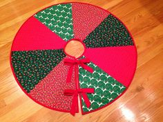 Christmas Tree Skirt DIY: I used the pattern from http://www.sew4home.com/projects/fabric-art-accents/citrus-holiday-simply-quilted-patchwork-tree-skirt