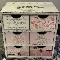 Cajonera vintage parisina Decoupage Furniture, Diy Furniture Projects, Deco Furniture, Paint Furniture, Craft Projects, Decoupage Vintage, Vintage Crafts, Shabby Chic Jewellery Box, Antique Paint