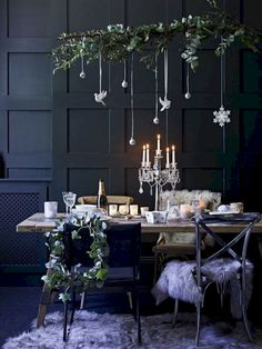 Earlier this week I talked about creating a fresh and simple scheme for an early Christmas lunch. But what if your family tradition involves a candlelit dinner instead? Well, its then time to up the glam factor and take the table decorations in another d Christmas Lunch, Christmas Mood, Noel Christmas, Modern Christmas, Christmas Aesthetic, Green Christmas, Rustic Christmas, Beautiful Christmas, Vintage Christmas