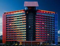 Arquitectura Deconstructivista | José Miguel Hernández Hernández | www.jmhdezhdez.com Jean Nouvel, Philip Johnson, One World Trade Center, Frank Gehry, Zaha Hadid, Beautiful Hotels, Most Beautiful, Hotels Madrid Spain, Hotel Dubai