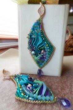 EARRINGS BeadEmbroidery whit Shibori-silk and Swarovski. Design by Serena Di Mercione (FB fanpage: Serena Di Mercione Jewelry)