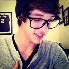 Cam with the old justin bieber hair and glasses😍❤ Why is he doing that to us?😣😭😍❤
