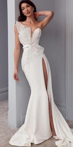 Unique Wedding Gowns, Elegant Wedding Dress, Unique Dresses, Dream Wedding Dresses, Elegant Dresses, Pretty Dresses, Bridal Gowns, Wedding Bride, Maternity Wedding Dresses
