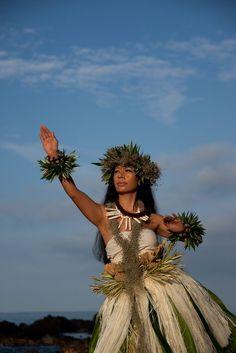 Tahitian and Hawaiian costuming