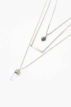 Colliers dorés superposés pendentif cristal et en filigrane - Urban  Outfitters … Collier Doré, Superpose fdf3e704b90