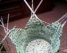 Поделка изделие Плетение Плетенка Бумага журнальная фото 3