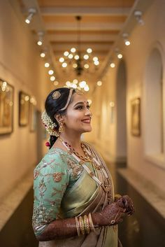 Looking for A south Indian bride with a unique, embroidered blouse on her wedding day? Browse of latest bridal photos, lehenga & jewelry designs, decor ideas, etc. Indian Wedding Bride, South Indian Bride, Bridal Makeup Looks, Bridal Looks, Wedding Looks, Wedding Day, Bollywood Actress Hot Photos, Wedding Photo Inspiration, Wedding Photography