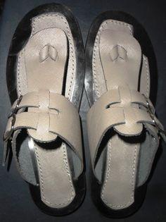 Sandalias de cuero auténtico de Fashinable de los hombres / sandalias de cuero genuino del 100% para los hombres / Real zapatillas de cuero para hombres hombres de verdadero cuero zapatos de NasikAfro en Etsy https://www.etsy.com/mx/listing/285549607/sandalias-de-cuero-autentico-de