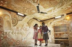 A Sprawling Mud Mural by Yusuke Asai Brings Art Into Classrooms in India