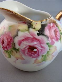BEAUTIFUL PORCELAIN CREAMER