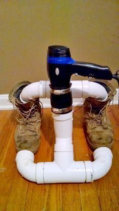This cheap DIY boot dryer is made with PVC piping & a blowdryer. So simple! Great during a blizzard. : This cheap DIY boot dryer is made with PVC piping & a blowdryer. So simple! Great during a blizzard. Pvc Pipe Projects, Projects To Try, Cool Tools, Diy Tools, Boot Dryer, Materiel Camping, Cool Diy, Inventions, Diy And Crafts