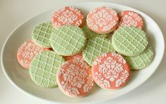 Tutorial: Icing Quatrefoil and Damask Cookies