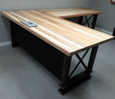 Awesome Large Office Desk Latest Modern Interior Ideas Large Office Desk 2019 Why you need an Office Desk Furniture? Large Office Desk, L Shaped Office Desk, Diy Office Desk, Home Office Setup, Diy Desk, Home Office Desks, Office Table, Executive Office Furniture, Home Office Furniture
