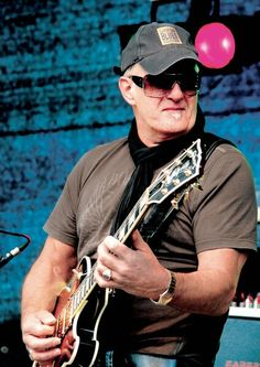 The mighty Jan Akkerman Playing Guitar, Music Artists, Masters, Musicians, Jazz, Blues, Rose, Portraits, Master's Degree