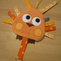 Doudou attache tétine oiseau orange jaune