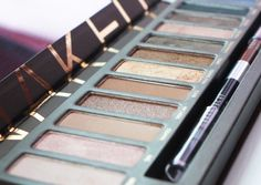 naked pallette by urban decay. love for natural eyeshadows
