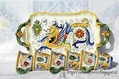 Set da caffe' di #Ceramica dipinta a mano #Raffaellesco #Deruta #Italy http://ceramicamia.blogspot.it/p/tazze-tazzine.html