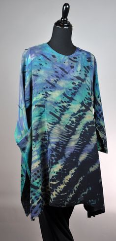 Medium silk double georgette swallowtail pullover in blues abalone. with high pocket and deep slit.