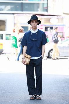this is a very refined look from the 90s Fruits series.... thanks to the minimal style and sombre colour scheme.  ストリートスナップ [袴田 隆介] | JIL SANDER, LAD MUSICIAN, SUN SEA, サンシー, ジルサンダー, ラッドミュージシャン, 無印良品 | 原宿 | Fashionsnap.com
