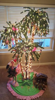 Tropical Christmas tree - for the sunroom Christmas Palm Tree, Coastal Christmas Decor, Christmas Holidays, Christmas Ornaments, Christmas Flamingo, Aussie Christmas, Christmas In Florida, Christmas On The Beach, Pink Christmas Lights