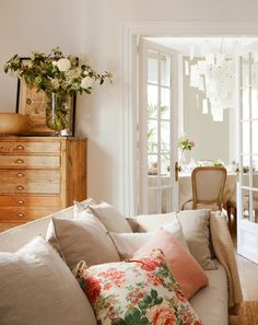 Find images and videos about beautiful, nice and home on We Heart It - the app to get lost in what you love. Rooms Home Decor, Living Room Interior, Home Interior Design, Room Decor, Sweet Home, Cuisines Design, Living Room Inspiration, My New Room, House Rooms