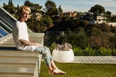 Share, rate and discuss pictures of Justin Bieber's feet on wikiFeet - the most comprehensive celebrity feet database to ever have existed. Justin Bieber Blonde, Moda Justin Bieber, Justin Bieber News, Justin Bieber Pictures, I Love Justin Bieber, Justin Photos, Justin Hailey, Beverly Hills, Poses