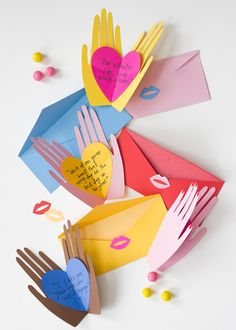 Hand holding hearts pop up Valentines - instructions and free downloadable templates - nice idea! (Valentins Day Cards)