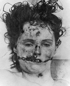 Black Dahlia aka Elizabeth Short Crime Scene and Autopsy Photos The Black Dahlia Murder, John Wayne Gacy, Jeffrey Dahmer, Ted Bundy, Bonnie Clyde, Morgue Photos, Billy The Kid, Famous Murders, Black Dahlia