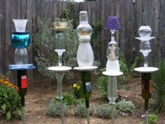 Glass garden art to add colorful splashes between blooming seasons