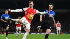 Calum Chambers of Arsenal and Harry Arter of Bournemouth compete for the ball during the Barclays Premier League match between Arsenal and A. Bournemouth at Emirates Stadium on December 2015 in London, England. Soccer News, Football Soccer, Arsenal Football, Calum Chambers, Afc Bournemouth, Full Match, Football Highlight, Match Highlights, Soccer