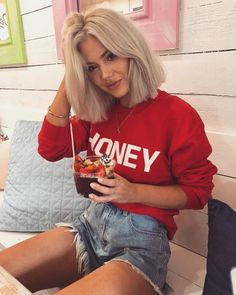 9 Best Fall Hair Trends That Will Inspire Your Next Look Hot Haircuts, Cute Hairstyles For Short Hair, Short Hair Styles, Edgy Bob Hairstyles, Laura Jade Stone, Fall Hair Trends, Brown Blonde Hair, Grey Hair, Blunt Blonde Bob