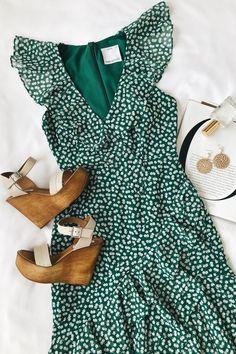 Be About You Green Floral Print Asymmetrical Midi Dress Grünes Polka Dot Sommerkleid Polka Dot Summer Dresses, Summer Dress Outfits, Casual Dresses, Fashion Dresses, Cute Outfits, Floral Dresses, Dress Summer, Green Dress Outfit, Dress Ootd