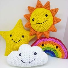 Perfect Knit Pillow Models For Baby Room – Knitting And We Crochet Amigurumi, Amigurumi Patterns, Crochet Dolls, Crochet Patterns, Crochet Home, Crochet Gifts, Cute Crochet, Crochet Cushion Cover, Baby Mobile