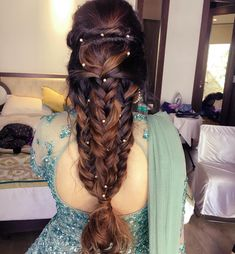 The Most Unique Hairstyles We Spotted On Brides This Week! – ShaadiWish The Most Unique Hairstyles We Spotted On Brides This Week! Saree Hairstyles, Chic Hairstyles, Trending Hairstyles, Unique Hairstyles, Bride Hairstyles, Engagement Hairstyles, Beautiful Hairstyles, Bridal Hairstyle Indian Wedding, Bridal Hairdo