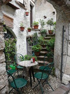 ~Lake Garda, Malcesine, Veneto, Italy~ beautiful tiny city with Scaglieri castle Small Gardens, Outdoor Gardens, Outdoor Rooms, Outdoor Living, Places In Italy, Lake Garda, Garden Inspiration, Beautiful Gardens, The Good Place