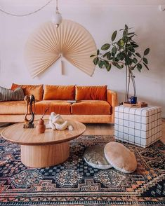Home Interior Traditional .Home Interior Traditional Design Living Room, Boho Living Room, Living Room Decor, Living Spaces, Deco Orange, Casa Wabi, Orange Couch, Living Room Orange, Orange Room Decor