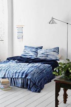 Noodle Indigo Tie-Dye Bed Blanket-I love tie dye inky pillows with plain or mismatched bedding. This matching deep indigo tie due is beautiful! Azul Indigo, Bleu Indigo, Indigo Dye, Tie Dye Bedding, Shibori Tie Dye, How To Dye Fabric, My New Room, Home Bedroom, Bedrooms
