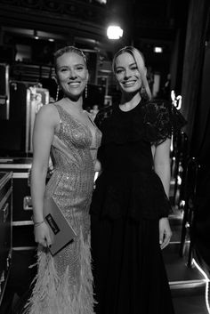 Shared by kamryn. Find images and videos about margot robbie and Scarlett Johansson on We Heart It - the app to get lost in what you love. Scarlett And Jo, Black Widow Scarlett, Black Widow Natasha, Marvel Women, Marvel Girls, Marvel Actors, Scarlett Johansson, Margot Elise Robbie, Florence Pugh