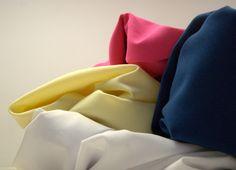 Uzupełniamy kolory! Kochani, dziś uzupełniliśmy kolory tkaniny Orlando. Orlando jest materiałem nie gniotącym się, o lekkim połysku. Jego ogromną zaletą są przepuszczalność, lekka ciągliwość oraz lekkość. Często stosowana na spodnie, sukienki, spódnice, garsonki i bluzki. Tkanina bardzo lubiana przez nowoczesnych projektantów. Więcej kolorów tej tkaniny znajdziesz w naszym sklepie internetowym http://textilecity.pl/tkaniny-odziezowe/poliwiskoza.html?___SID=U&dir=asc&order=name&p=3