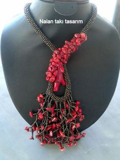 Mercan kolye | Nalan Takı Tasarım Beaded Jewelry, Handmade Jewelry, Beaded Bracelets, Seed Bead Patterns, Diy Necklace, Necklaces, Bead Crochet, Bead Art, Bead Weaving
