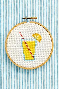 Kijk wat ik gevonden heb op Freubelweb.nl: een gratis borduurpatroon van CountryLiving om een glas limonade te borduren https://www.freubelweb.nl/freubel-zelf/gratis-borduurpatroon-limonade/