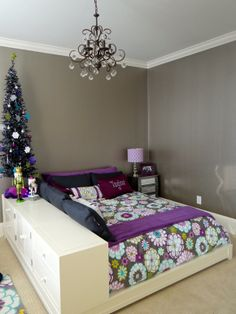 Christmas decor ideas ~~ I pinned this for the bed. I love!