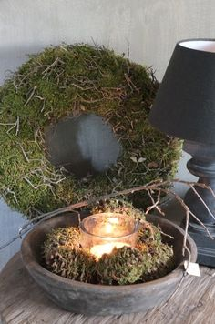 Mossy wreath & pine ones Christmas Trends, Christmas Home, Christmas Wreaths, Christmas Decorations, Country Decor, Rustic Decor, Jolie Photo, Nature Decor, Candle Lanterns